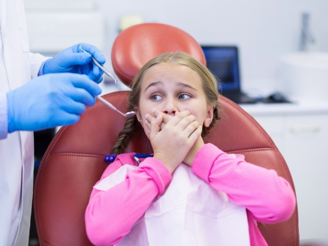 Ребенок боится стоматолога? Что делать?